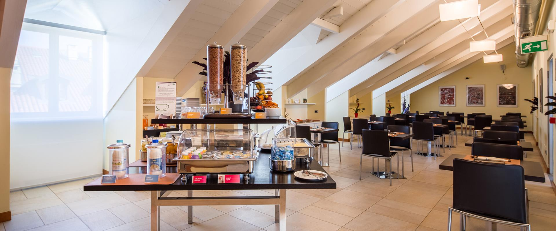 Healthy breakfast buffet with sweet and savory products for your stay in Turin.